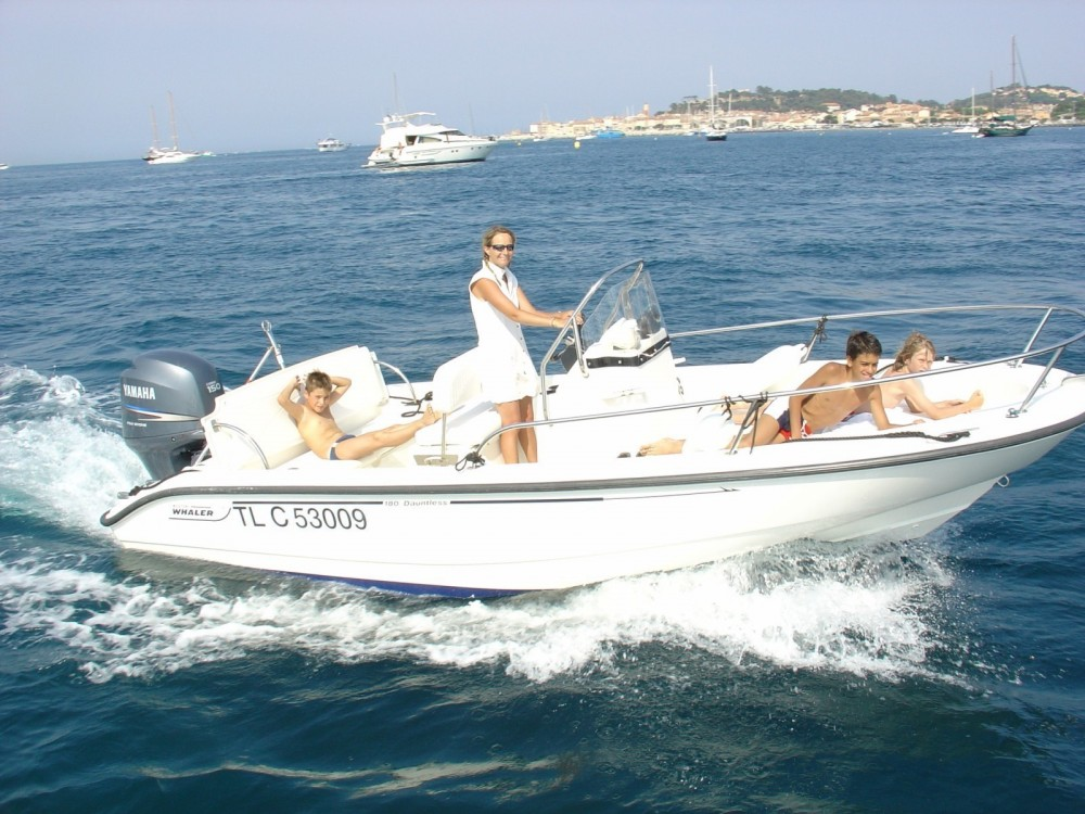 Location bateau Boston Whaler Boston Whaler 18 Dauntless à Saint-Tropez sur Samboat
