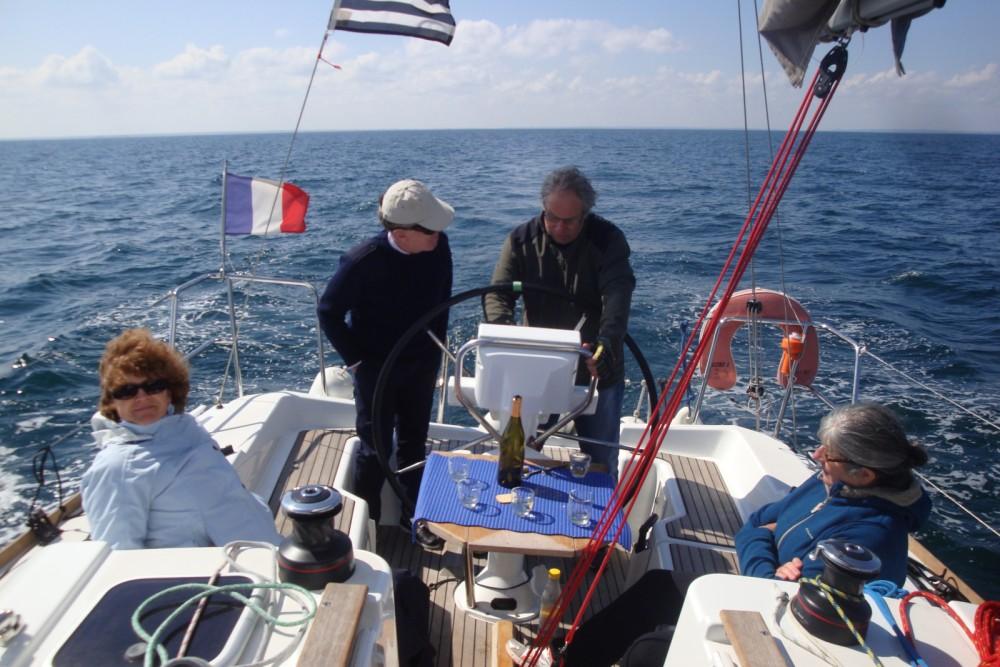 Location bateau Saint-Malo pas cher Sun Odyssey 33i Performance