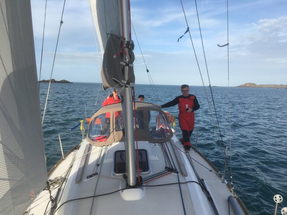 Location bateau Jeanneau Sun Odyssey 33i Performance à Saint-Malo sur Samboat
