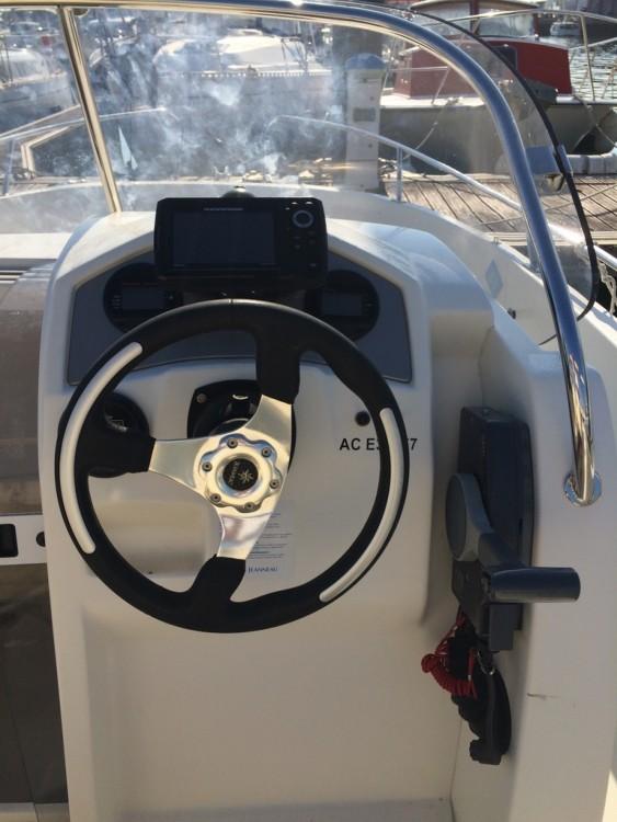 Louez un Jeanneau Cap Camarat 635 Style à Arcachon