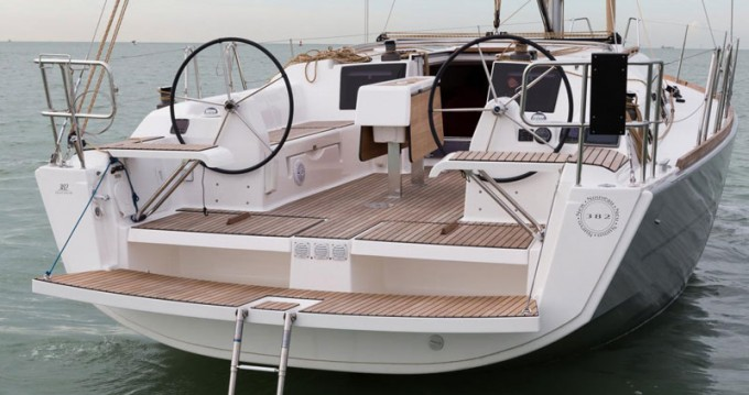 Location bateau Port Hamble pas cher Dufour 382 Grand Large