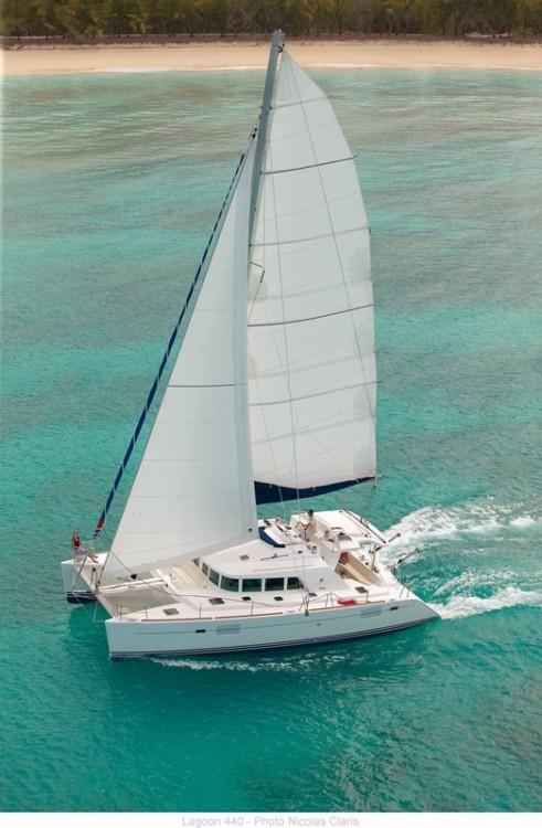 Verhuur Catamaran in Athene - Lagoon Lagoon 440
