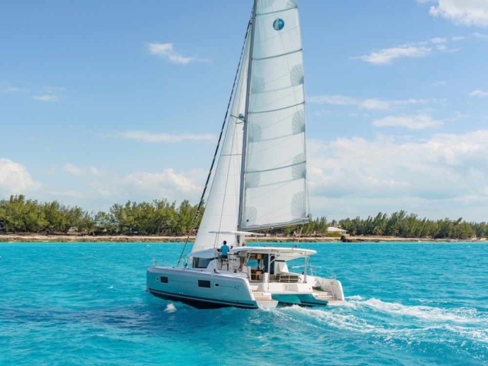 Louer Catamaran avec ou sans skipper  à Athènes