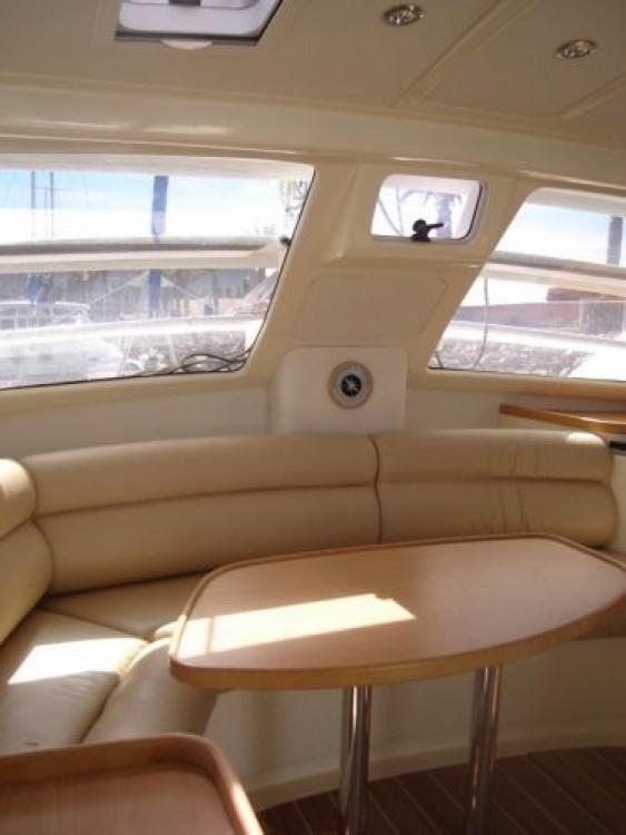 Alquiler Catamarán Robertson and Caine con título de navegación
