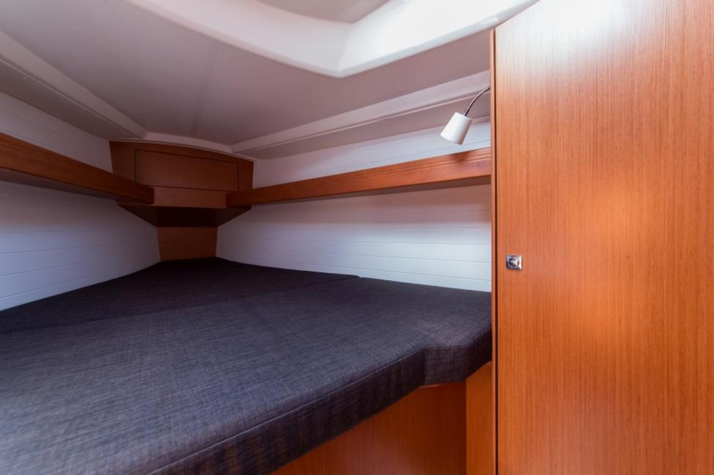Ein Bavaria Cruiser 33 mieten in Šibenik