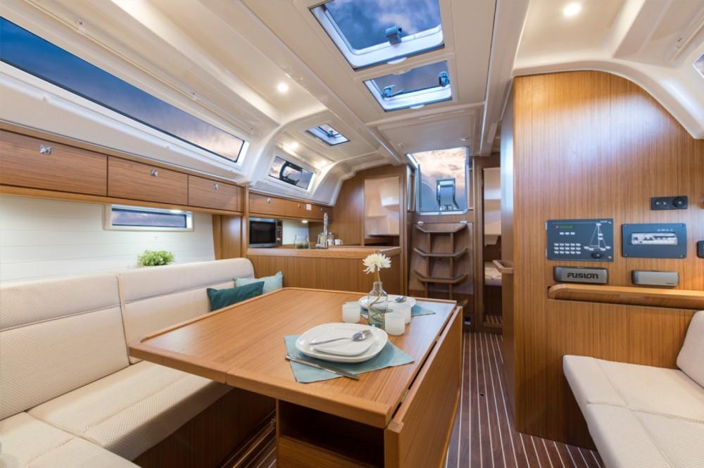 Louez un Bavaria Cruiser 37 à Skiathos