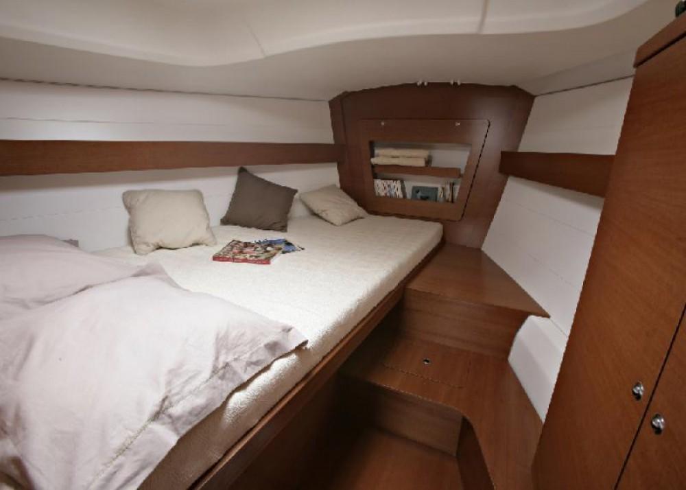 Location bateau Saint-Mandrier-sur-Mer pas cher Dufour 380 Grand Large