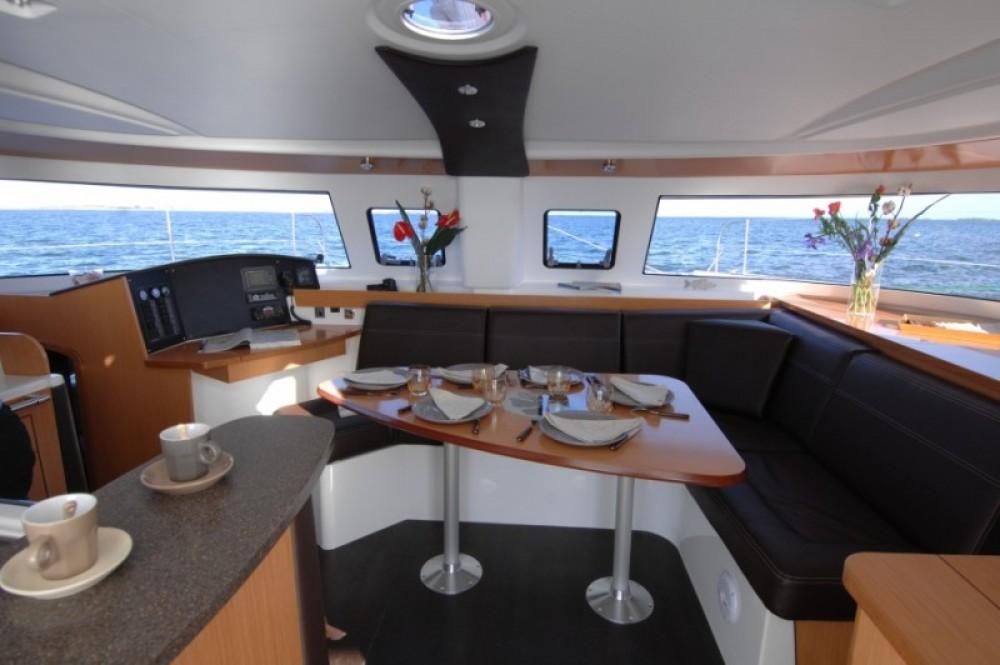 Location bateau Fountaine Pajot Lipari 41 Evolution à Saint-Mandrier-sur-Mer sur Samboat