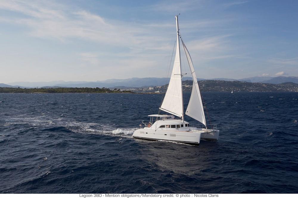 Katamaran mit oder ohne Skipper Lagoon mieten in Arnos Vale