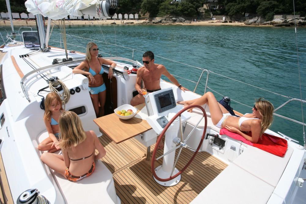 Bénéteau Oceanis 37 entre particuliers et professionnel à Port Hamble