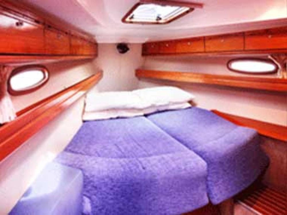 Louez un Bavaria Cruiser 39 à Airlie Beach