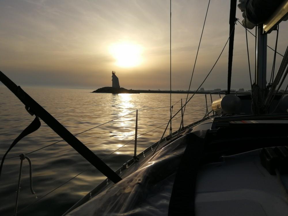 Location bateau Bénéteau Oceanis 343 à La Grande-Motte sur Samboat