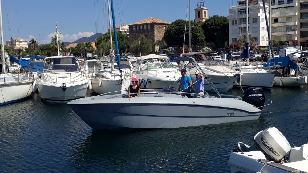 Motorboot mieten in Sainte-Maxime - Clear ARIUS