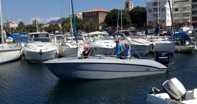 Louer Bateau à moteur avec ou sans skipper Clear à Sainte-Maxime
