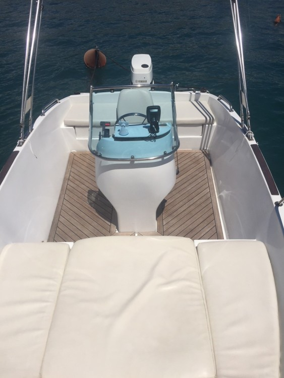 Noleggio Barca a motore Elan con un permesso di