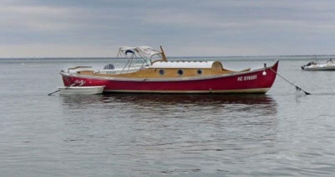 Bateau à moteur à louer à Port de La Vigne au meilleur prix