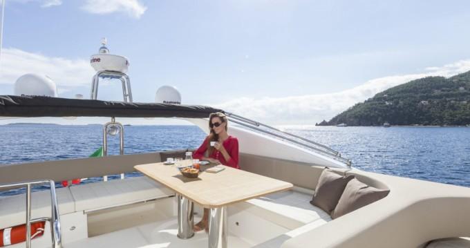 Location Bateau à moteur Absolute Yachts avec permis