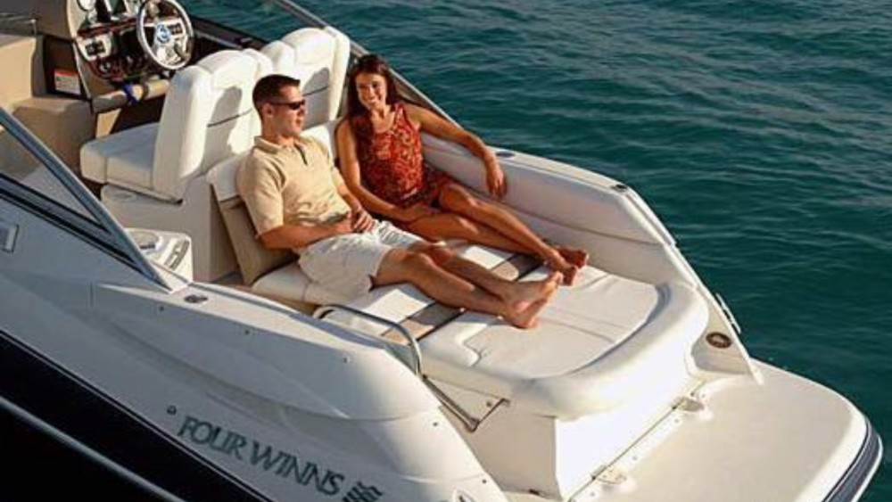 Hire Motor boat with or without skipper Four Winns Zadar