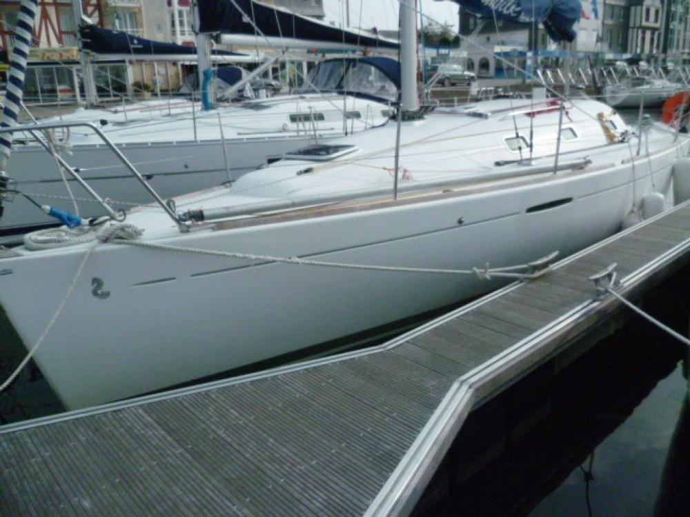 Location bateau Bénéteau First 31.7 à Port du Crouesty sur Samboat