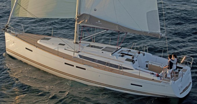 Location bateau Jeanneau Sun Odyssey 439 à Lávrio sur Samboat