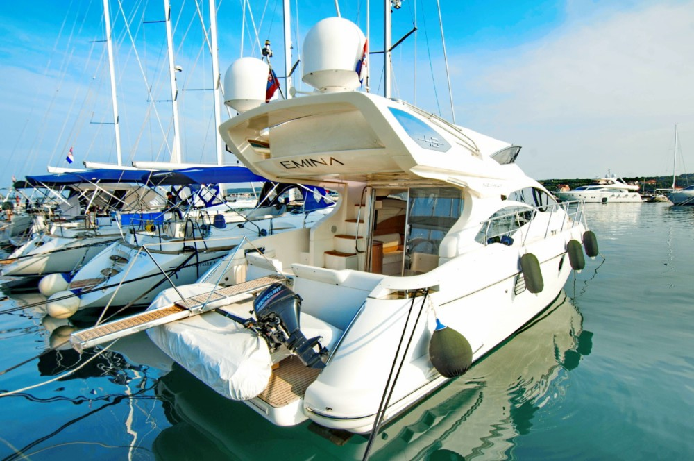 Hire Motor boat with or without skipper Azimut-Benetti-Yachts Croatia