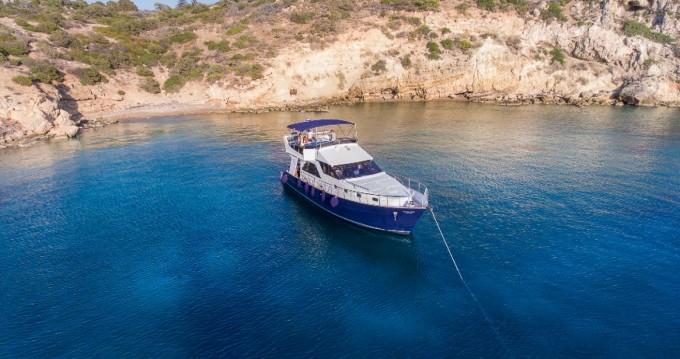 Motorboot mit oder ohne Skipper BRUCE ROBERTS mieten in Μαρίνα Αλίμου