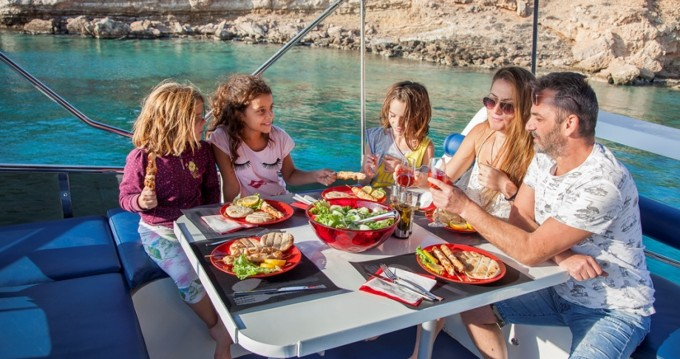 Hire Motor boat with or without skipper BRUCE ROBERTS Μαρίνα Αλίμου