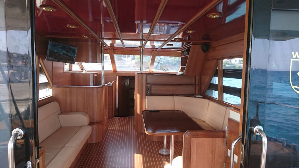 Motor boat for rent Marina de Alimos at the best price