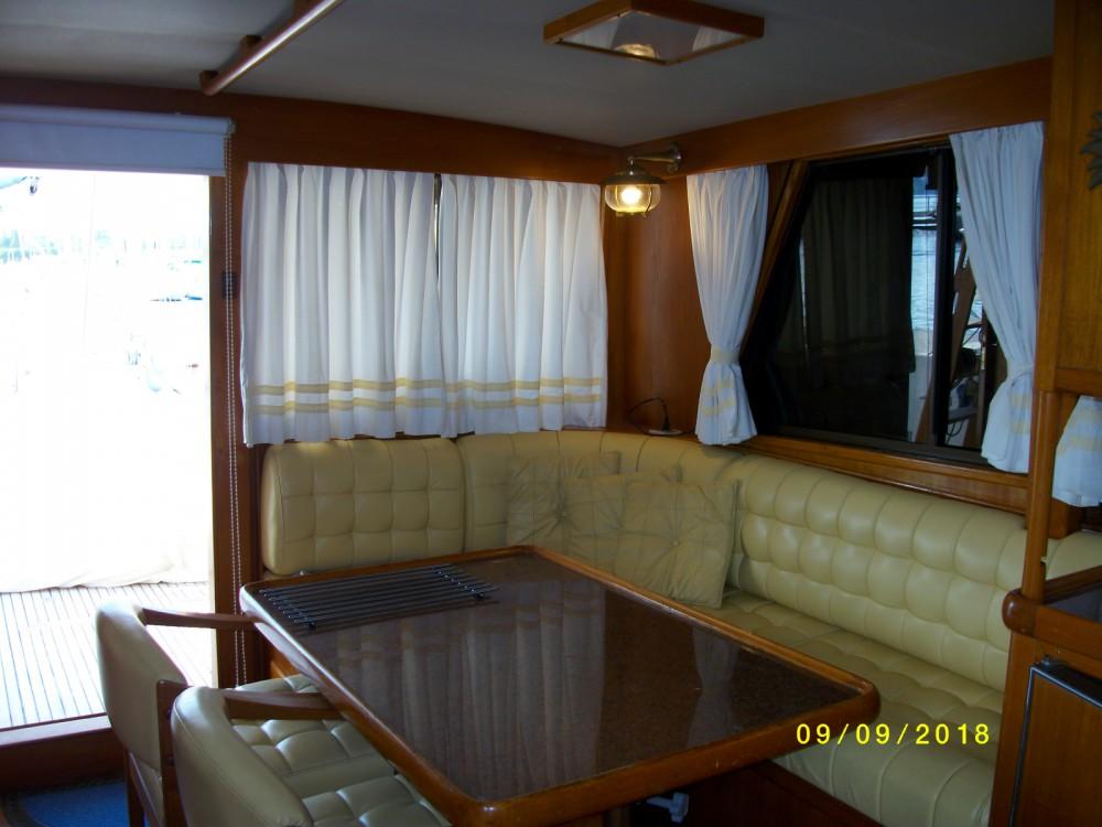 Boat rental Island Gypsy Island Gypsy 40 Europa in Saint-Chamas on Samboat