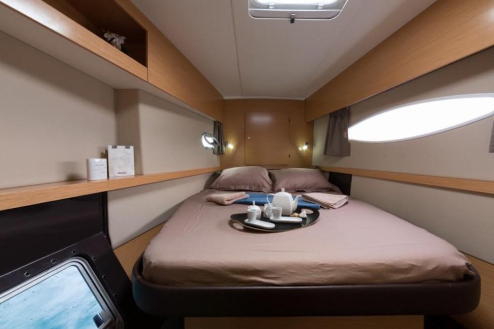 Boat rental Saint-Mandrier-sur-Mer cheap Helia 44