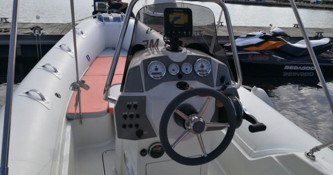 Louer Semi-rigide avec ou sans skipper Kardis à Pula