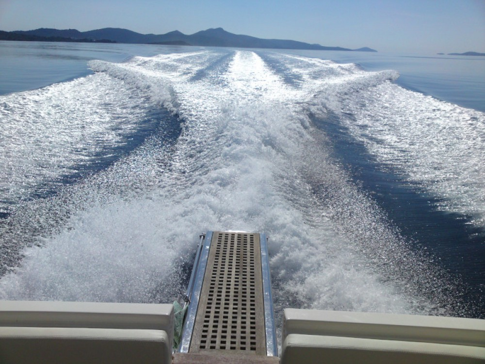 Motor boat for rent Marina Baotić at the best price