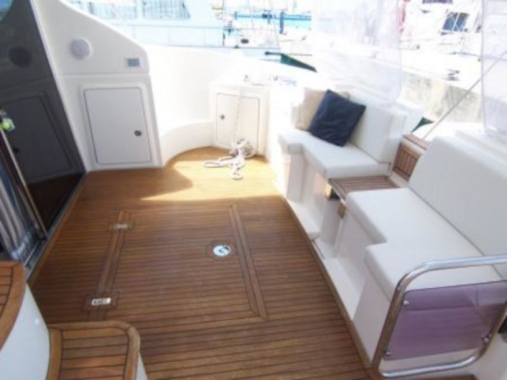 Hire Motor boat with or without skipper Azimut Marina Baotić