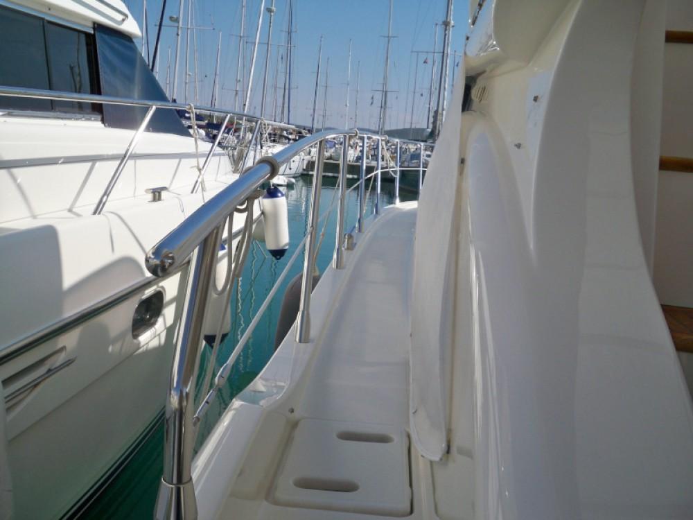 Boat rental Azimut Azimut 43 Fly in Marina Baotić on Samboat