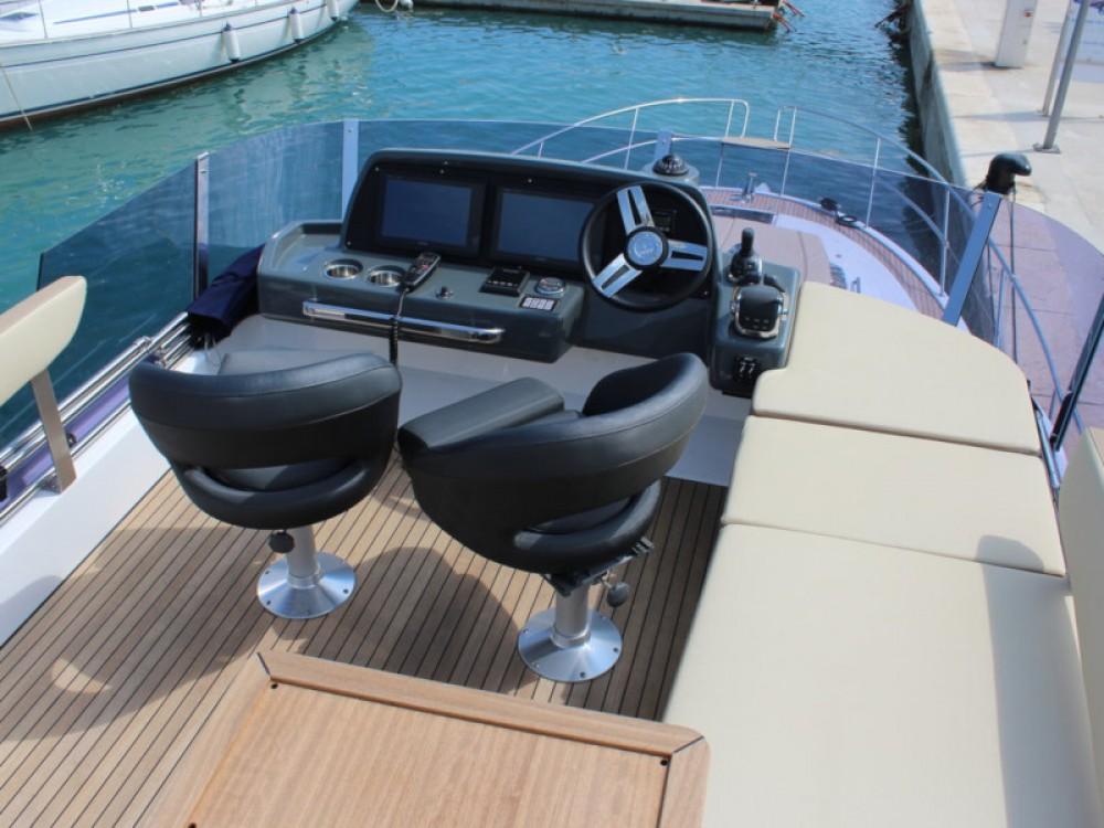 Boat rental Bavaria Bavaria R40 FLY in Marina Baotić on Samboat