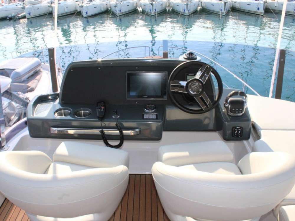 Rental Motor boat Bavaria with a permit
