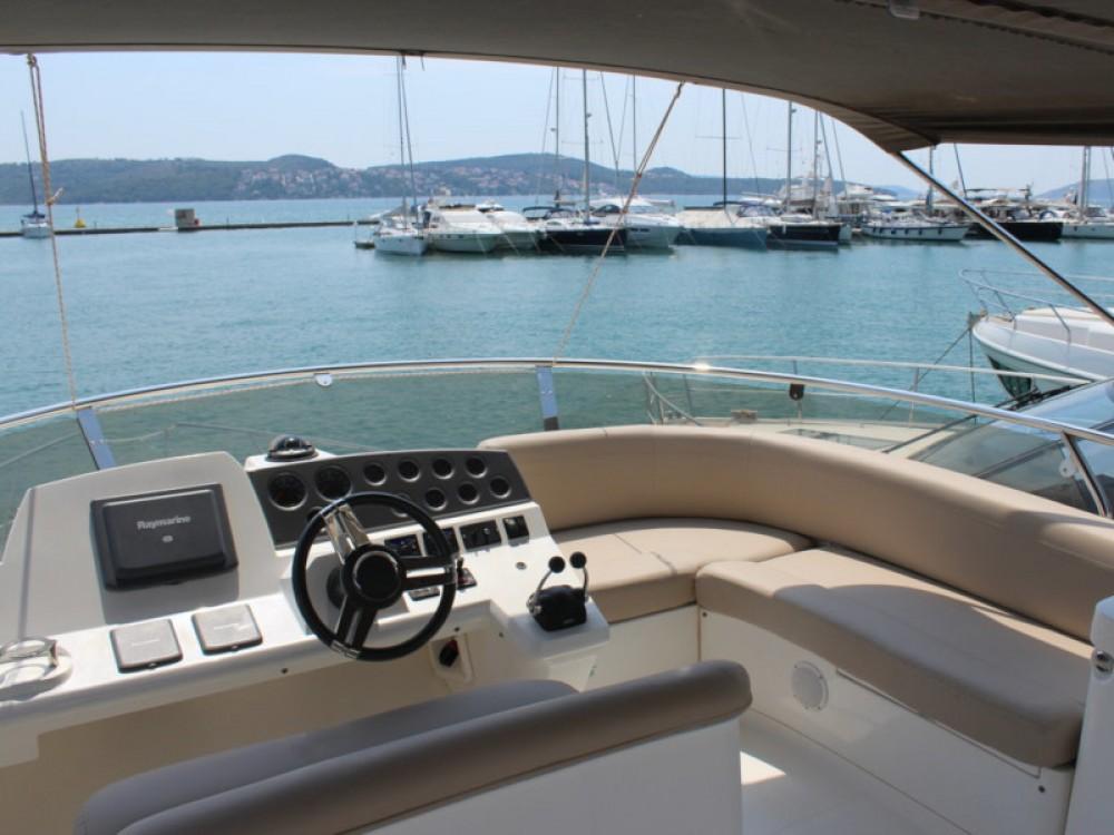 Boat rental Marina Baotić cheap Sealine F42-5 Fly