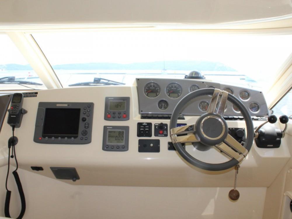 Rental Motor boat in Marina Baotić - Sealine Sealine F42-5 Fly