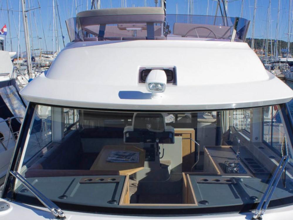 Rental Motor boat in Marina Baotić - Bavaria Bavaria E40 Fly