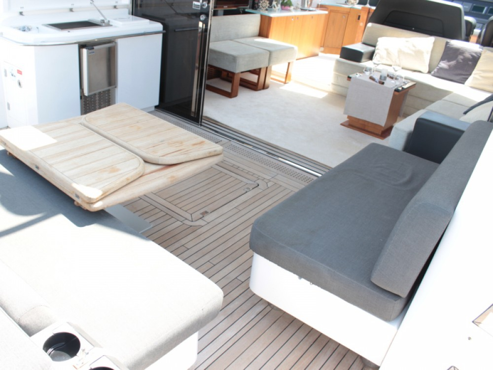 Hire Yacht with or without skipper Sunseeker Marina Baotić
