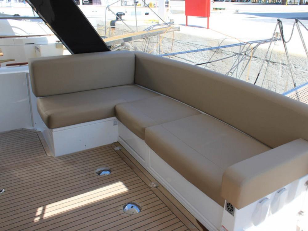 Rental Motor boat in Marina Baotić - Sealine Sealine F 450