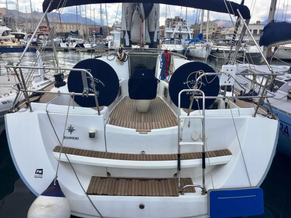 Boat rental Jeanneau Sun Odyssey 42 i in Palamós on Samboat