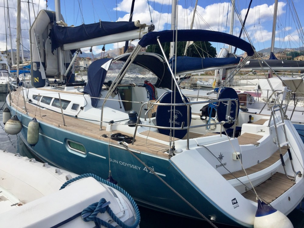 Jeanneau Sun Odyssey 42 i between personal and professional Palamós