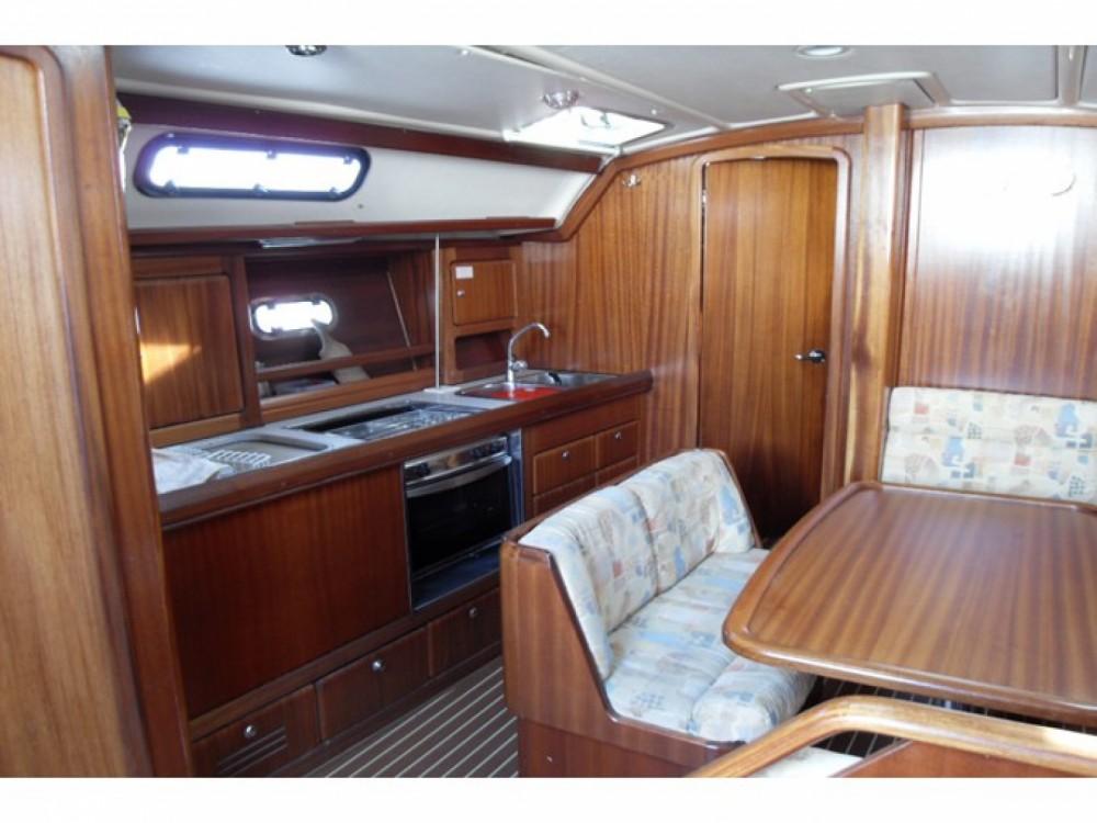 Rental Sailboat in Marina de Alimos - Bavaria Bavaria 40