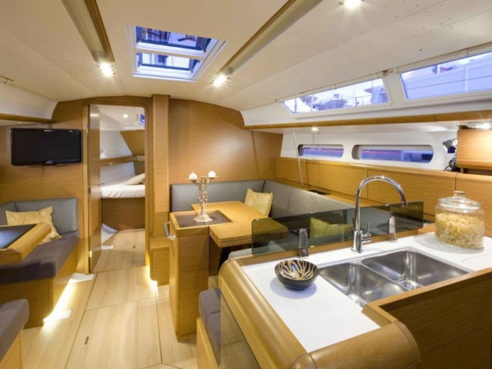 Jeanneau Sun Odyssey 409 between personal and professional Kos