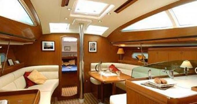 Louez un Jeanneau Sun Odyssey 42DS à Álimos