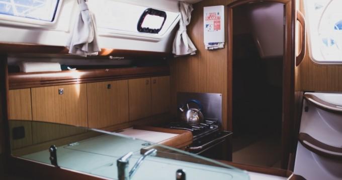Louez un Jeanneau Sun Odyssey 36i à Le Marin