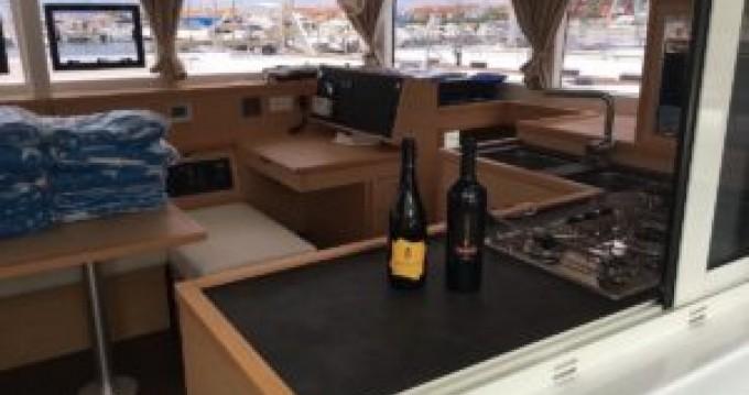 Location yacht à Tropea - Lagoon Lagoon 400 S2 sur SamBoat
