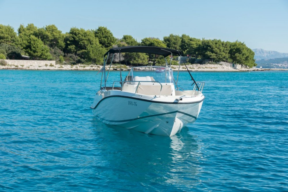 Quicksilver Activ 675 Open between personal and professional Trogir