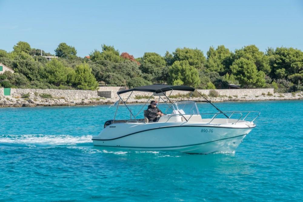 Noleggio Barca a motore con o senza skipper Quicksilver Traù